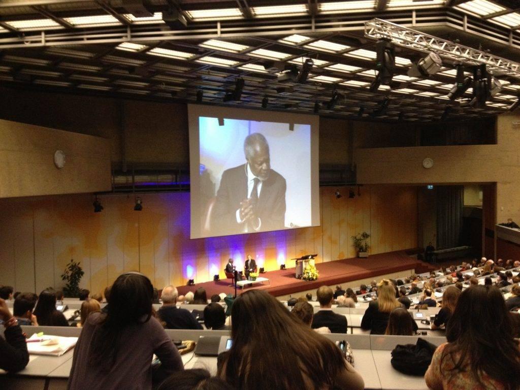 Kofi Annan speaking in Geneva